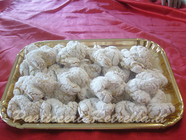 Traditional Almond pastries (800 Gr)